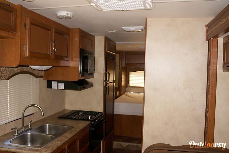 interior 2014 Thor Motor Coach Freedom Elite Gibraltar, MI