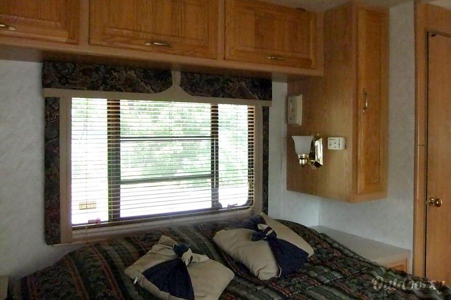 interior 1999 Georgie Boy 3515 Fitchburg, MA
