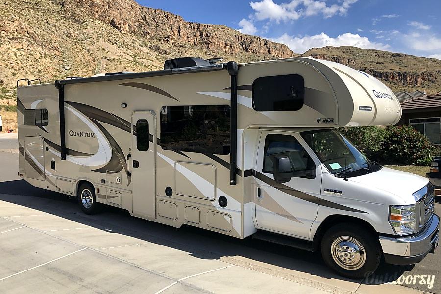exterior 2017 Thor Motor Coach Quantum Hurricane, UT