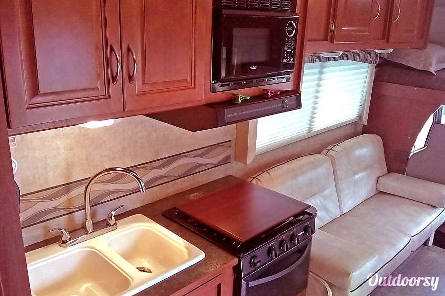 interior 2014 Winnebago Itasca Spirit. Easy to drive! Germantown, OH
