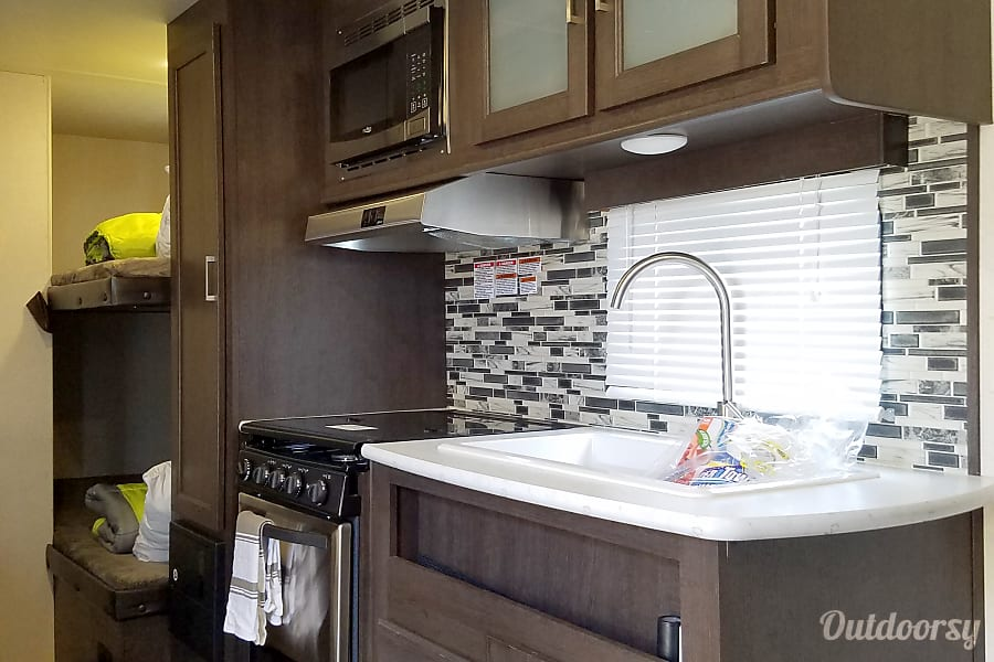 interior Hotel On Wheels 2018 Bunkhouse. Sleeps 6 / SUV Towable Buellton, CA