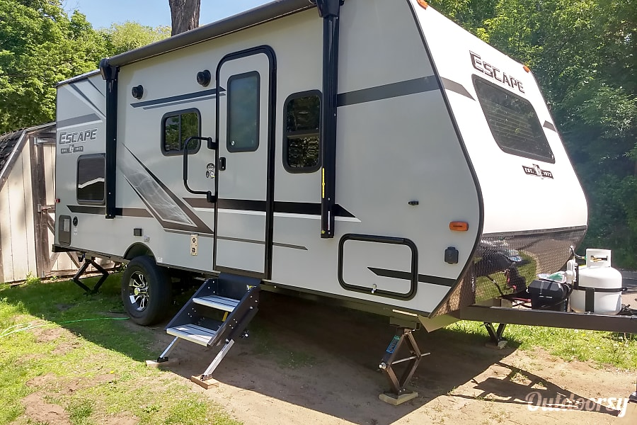 2019 Escape Trailer 19 ft Bunk House - easy tow!