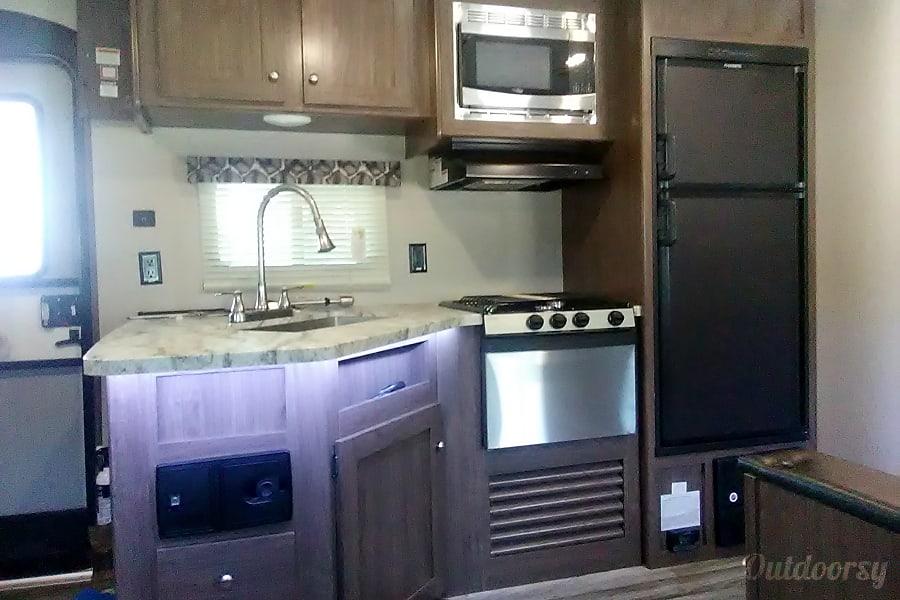 interior 2018 Keystone Hideout Arroyo Grande, CA