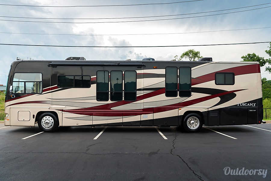exterior 41 Foot Diesel Pusher Damon Tuscany- MASSIVE  COACH! LOADED, GREAT EYE APPEAL! LAST MIN BOOKINGS WELCOME! St. Louis, MO