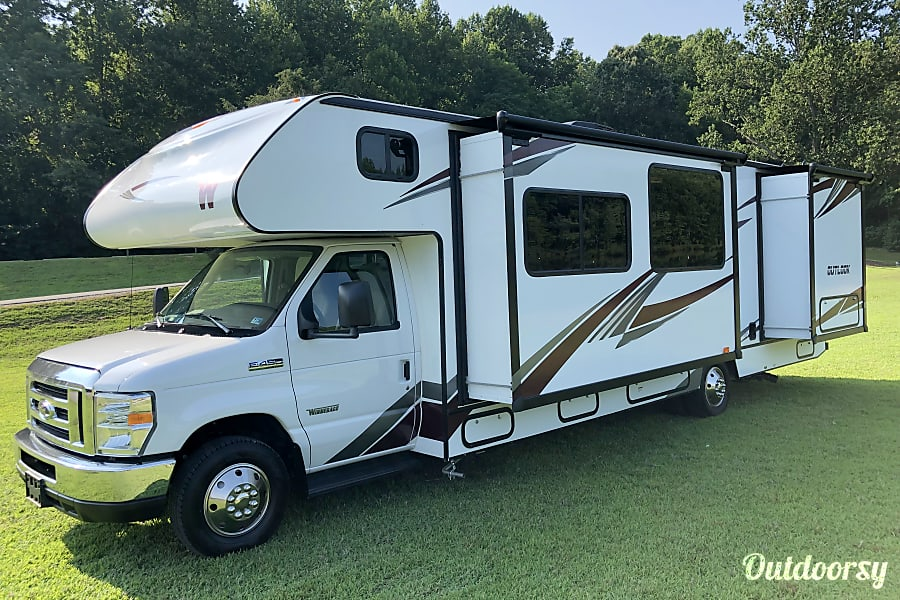exterior 2019 Winnebago Outlook Stocked and Ready to Go! La Plata, MD