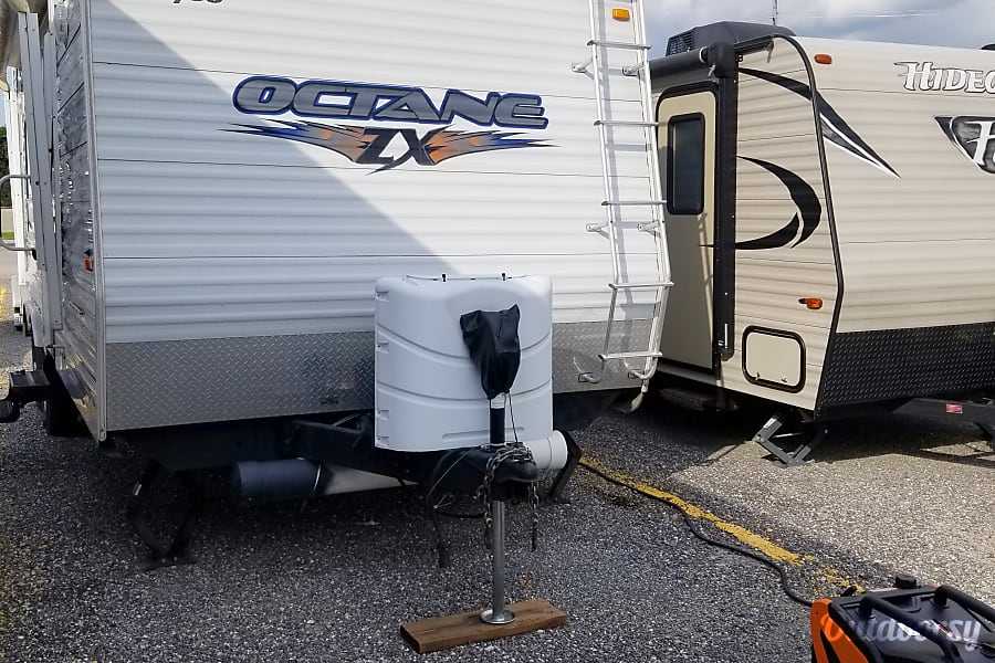 2008 25ft Jayco Octane Lightweight Wonder is towable by most pickup trucks  and SUVs