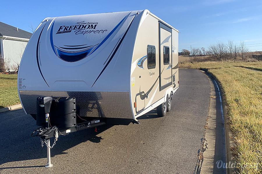 exterior 2020 Coachmen Freedom Express 1/2 TON OR SUV TOWABLE BRAND NEW Paola, KS