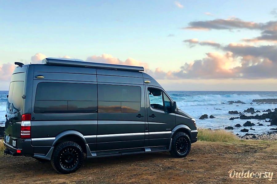 """Mercedes VIP """"Freedom"""" Luxury Short Van Honolulu, HI"""