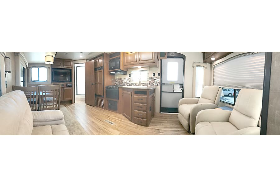 floorplan 2016 Luxury Jayco Jay Flight - Huge Slide Out - 2 Recliners - Fully Loaded - Showroom Condition - 32' Tampa, FL