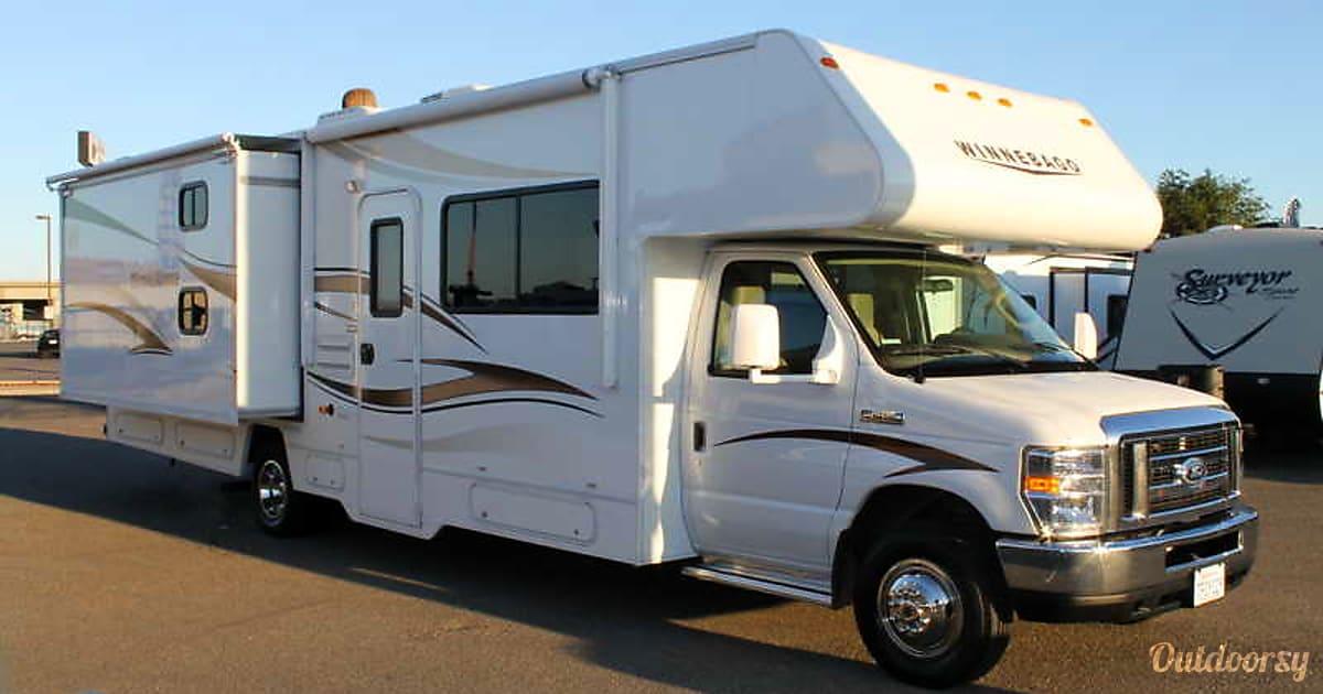 2015 winnebago minnie winnie motor home class c rental in for Motor home rentals dallas
