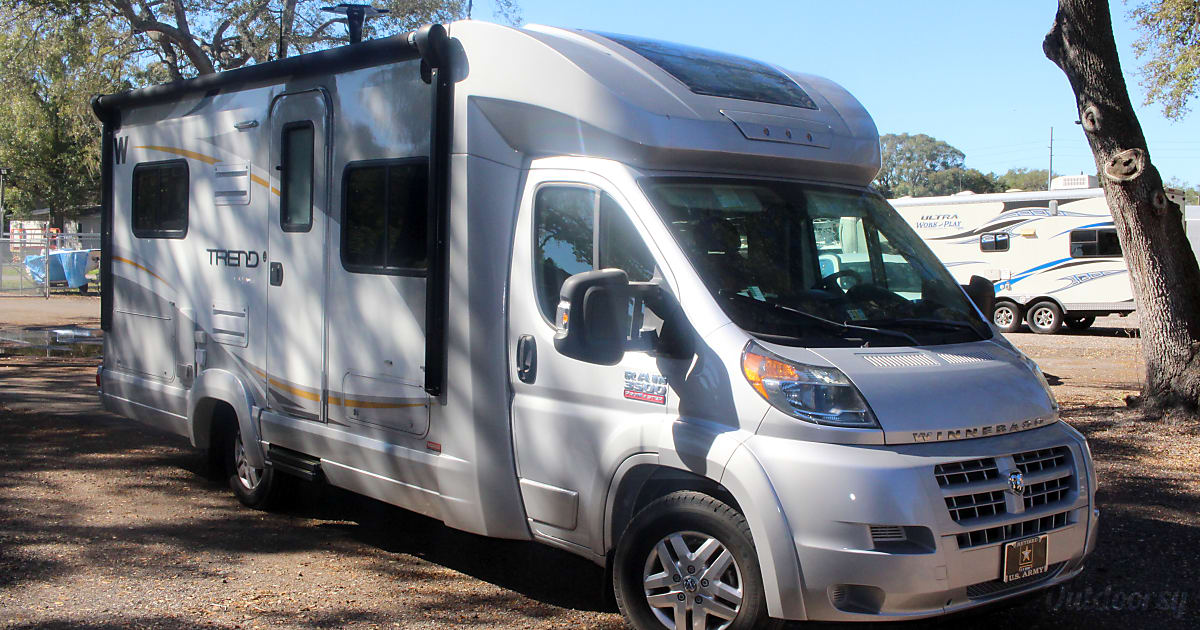 2015 Winnebago Trend Motor Home Class C Rental In