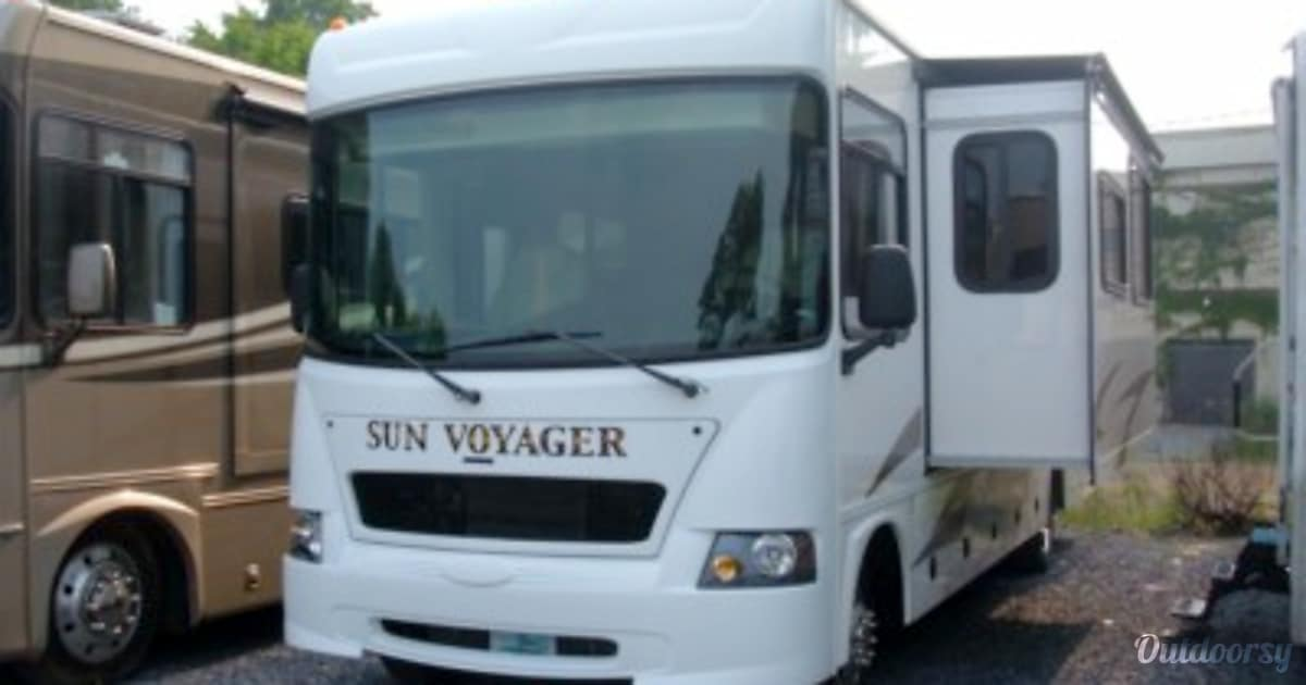 2011 Gulf Stream Sun Voyager Motor Home Class A Rental In