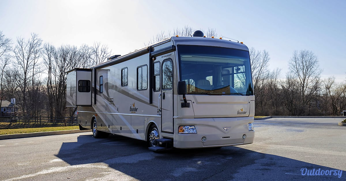 2008 Fleetwood Bounder Motor Home Class A Rental In West