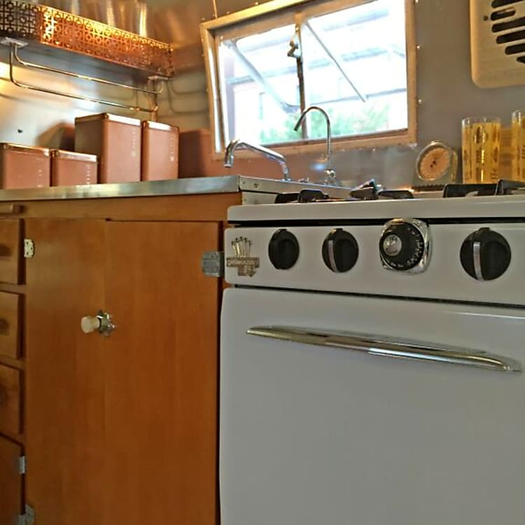 Dimples has a vintage Princess stove and oven that works like a champ.