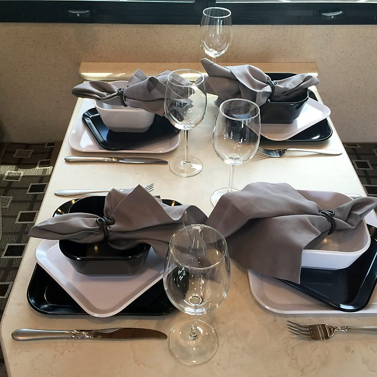 Table set for 4 - Perfect for a family or entertaining your guests