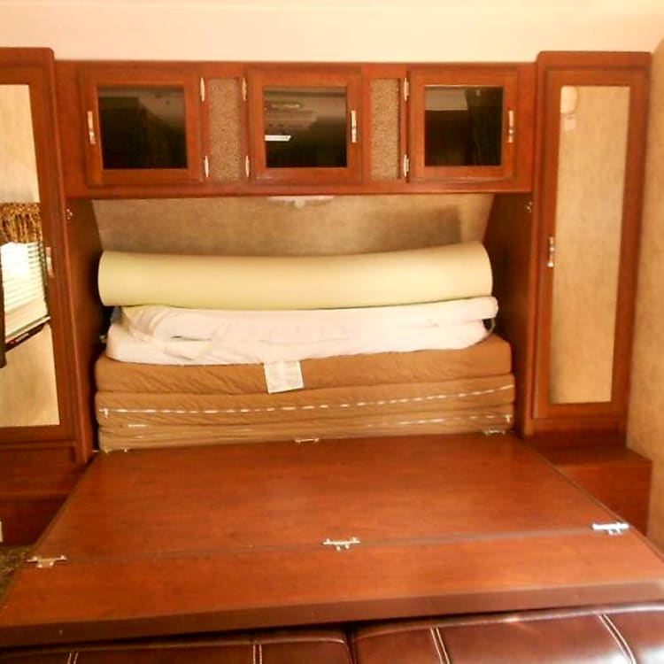 Queen size Murphy pullout Bed! Very comfortable...