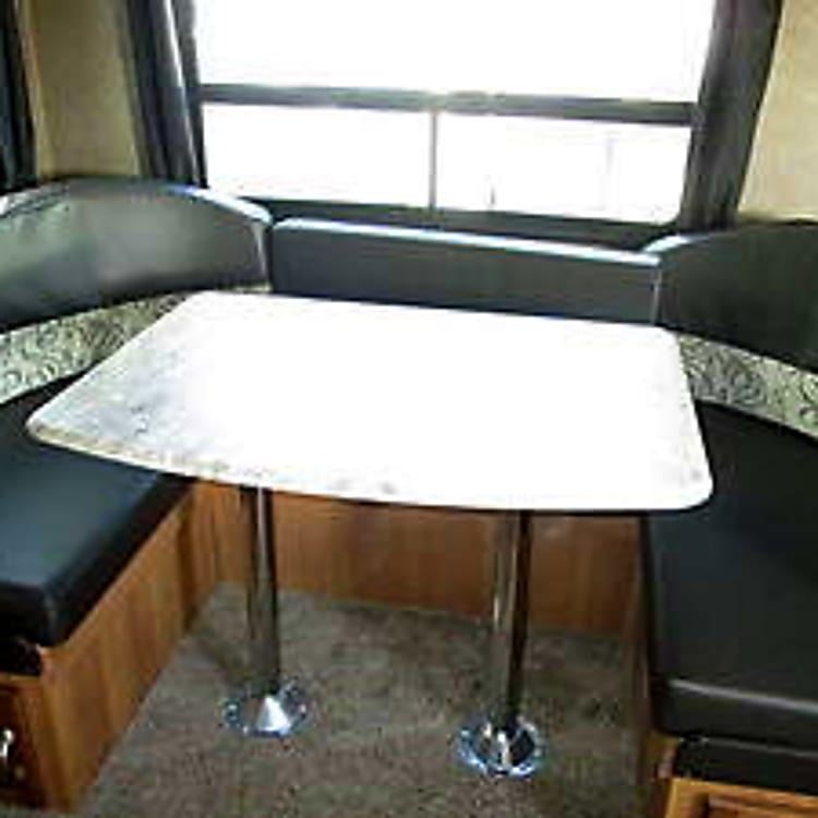 Comfortable Dinette Seats 6 comfortably