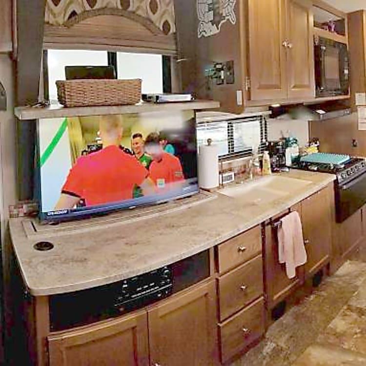 Smart Samsung 4K TV! Lot of kitchen space!