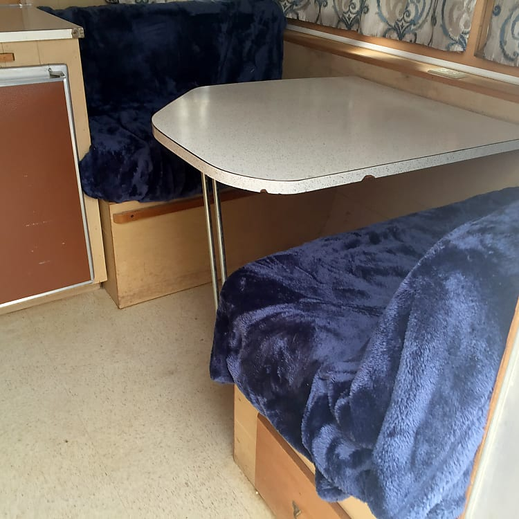 table folds down for 1 adult or 2 kids