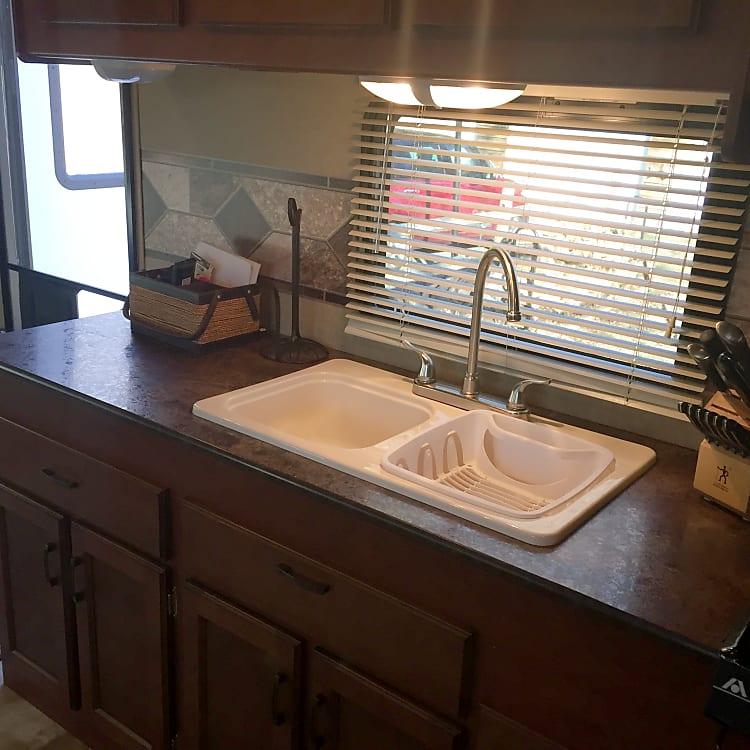 Kitchen Sink/Prep Area