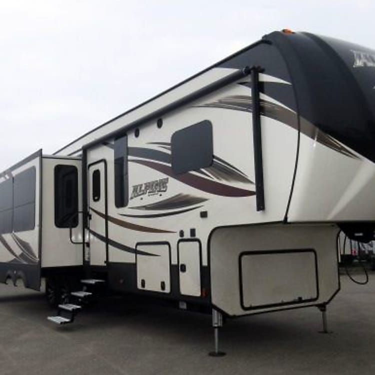 The Unit has a great outside environment. With a great automatic awning, the unit has one large slide on the passanger side, with the garage unit in back. Lots of storage again!