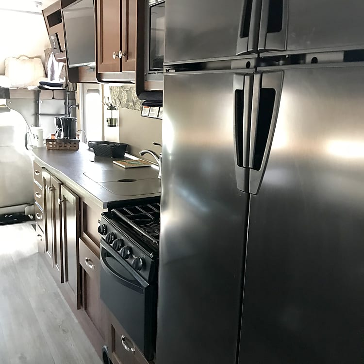 We simply loved this enormous refrigerator. It's wonderful because you can use this propane refrigerator when Boondocking. So you can be off grid for days without being plugged in!