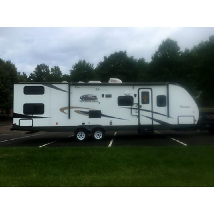* 2015 Coachmen Freedom Express in EXCELLENT CONDITION! *Everything inside is brand new and custom designed