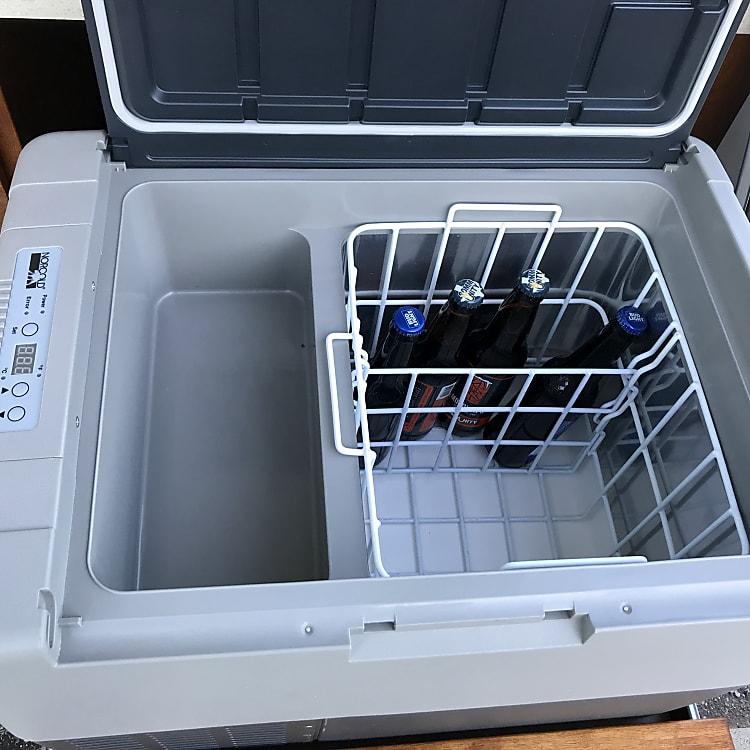 Refrigerator: runs off deep cell battery