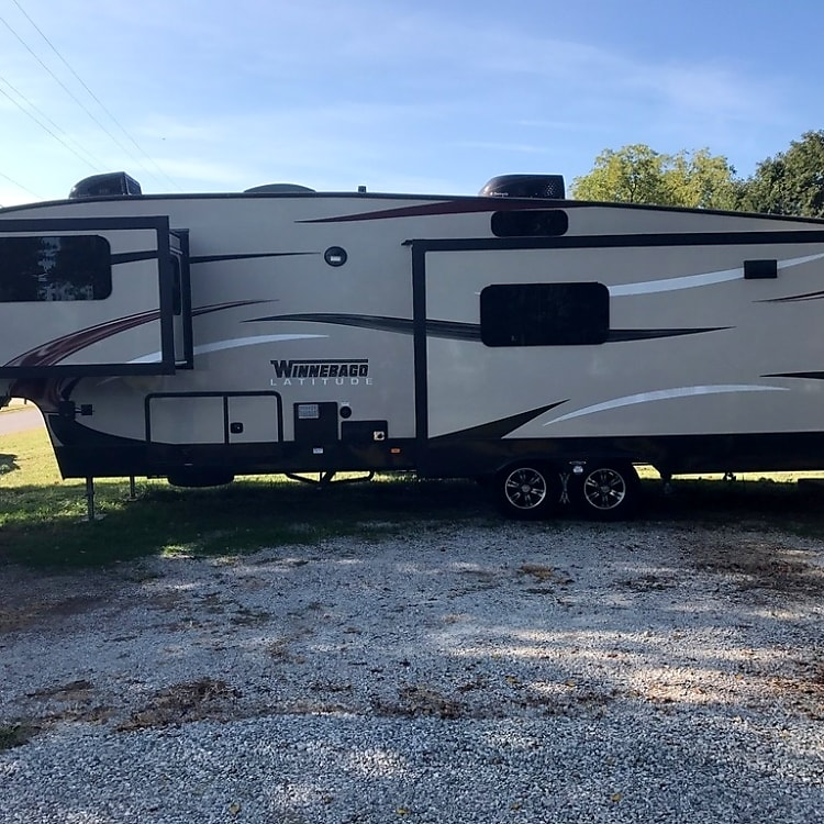 Beautiful spacious fifth wheel