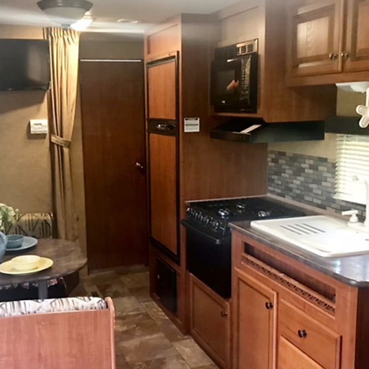 Kitchen, Dining, TV