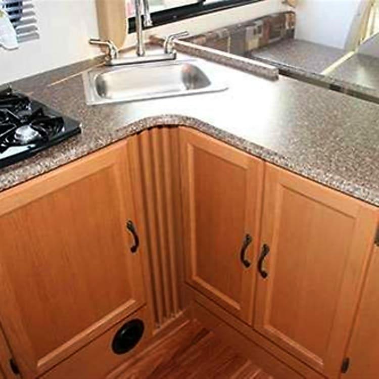 Fabulous L shape kitchen counter space