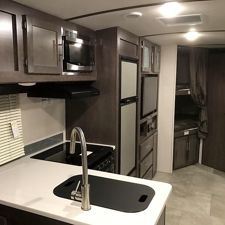Spacious kitchen/cooking area