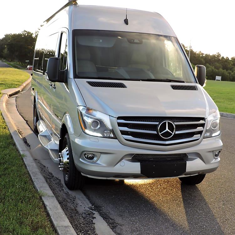 Front view - Mercedes Benz Sprinter
