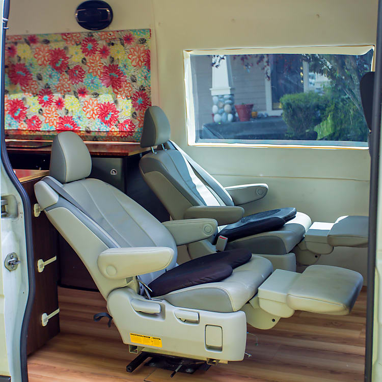 Relax on the reclining seats; or buckle up little ones in car seats with LATCH support.