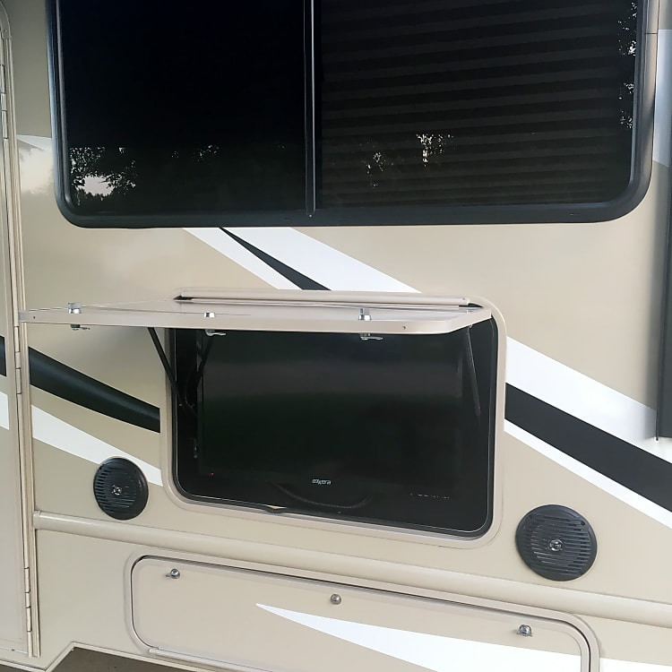 Outdoor TV/radio