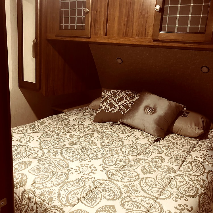 Master bedroom has RV Queen bed. Linens and pillows are included in rental.