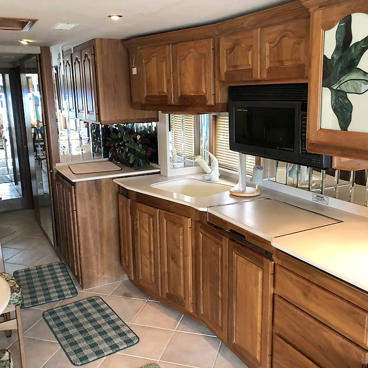 Kitchen , microwave / convection oven