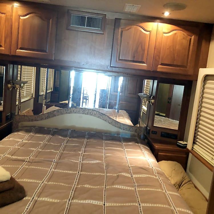 Back bedroom, with  Queen bed