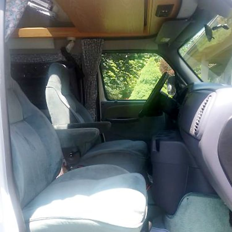 Very comfortable driving seats. They can swivel towards the back.
