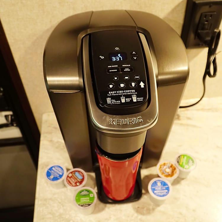 Kureg coffee make with 4 travel mugs included.