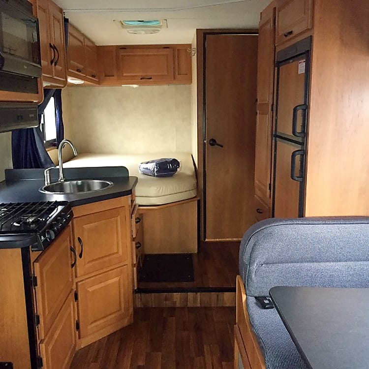 Galley, dinette and rear bed