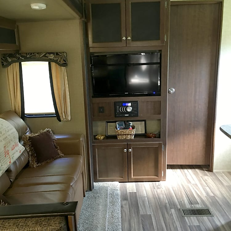 Trim fold full couch sleeper tv dvd and stereo with usb charging ports