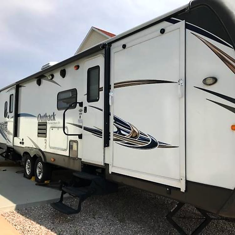 Spacious, clean, still brand new smell, full automatic awning, toy hauler, two pull outs, two door entry, tons of storage (inside and out), outdoor sink and grilling area, camper.