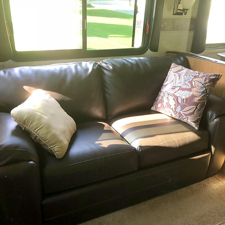 Rear sofa / double bed.