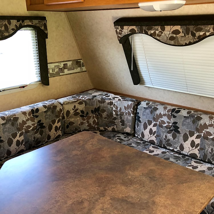 Convertible dinette. Seating for up to six.