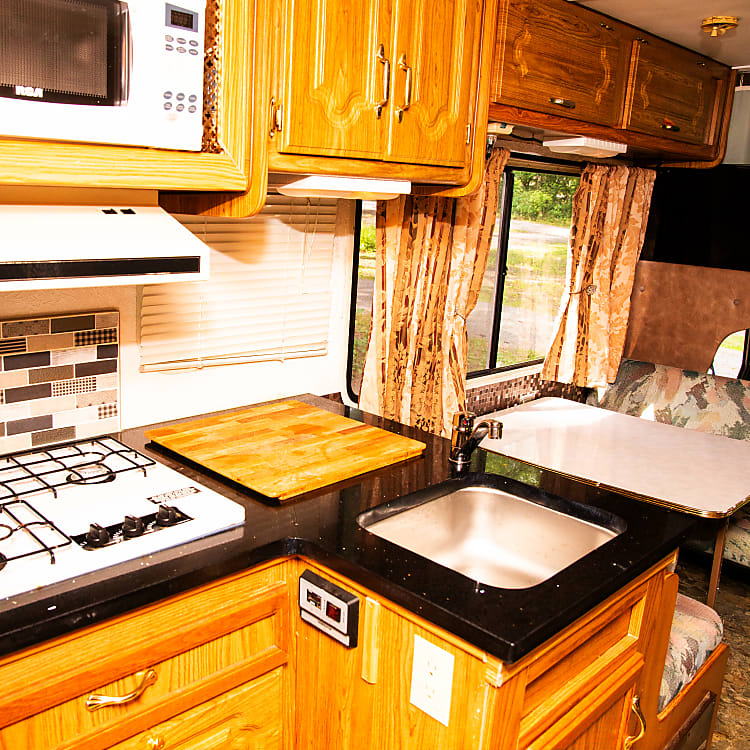 Kitchen with new quartz countertop with undermount sink and beautiful backsplash. Fully equipped.