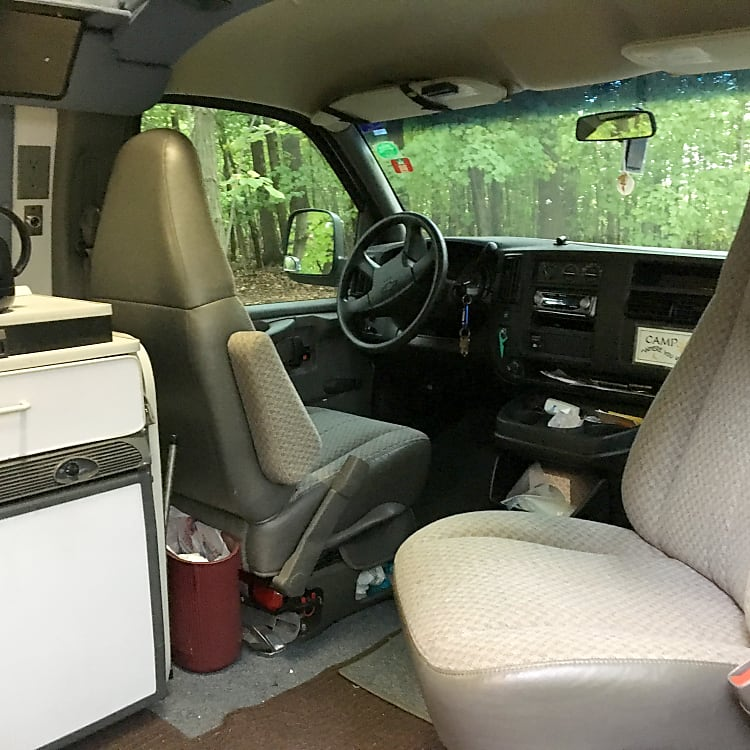 Swivel passenger seat