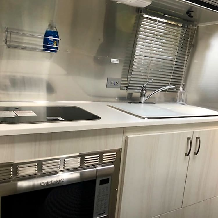 Double sink, 2 gas hobs, oven and microwave.