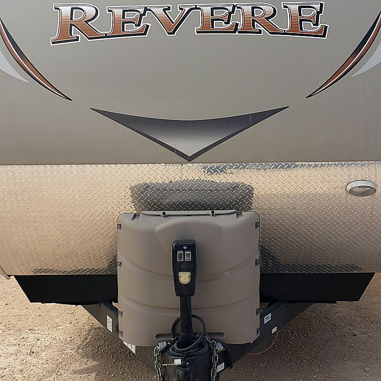 Front, includes x2 40lb propane tank
