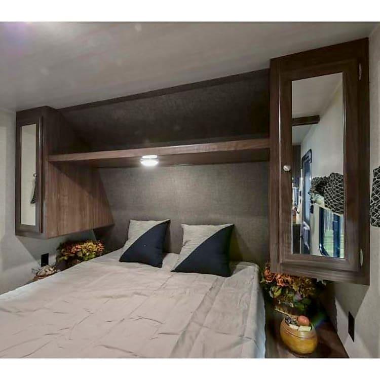 Main bedroom. Queen sized bed.